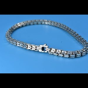 David Yurman bracelet 8.5 in in silver